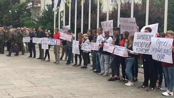 kiev_aktivist_ubiytsa_vozglavil_protest_dvuh_desyatkov_chelovek_protiv_buduschego_odesskogo_gubernatora_8404-Cropped.jpg