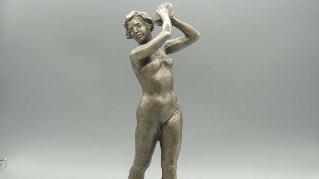 skulptura_metatelnica_diska_socrealizm_silumin_vysota_34_sm_s_rublja-Cropped.jpg
