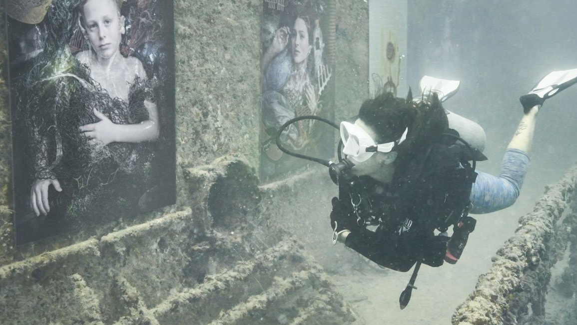 andreas-franke-plastic-ocean-underwater-exhibition-designboom-1800-Cropped.jpg