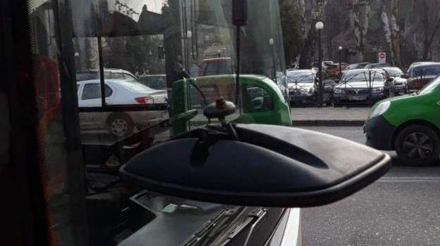 karantinnoe_huliganstvo_na_primorskoy_povredili_dva_trolleybusa_a_na_arhitektorskoy_pobili_voditelya_8085-Cropped.jpg