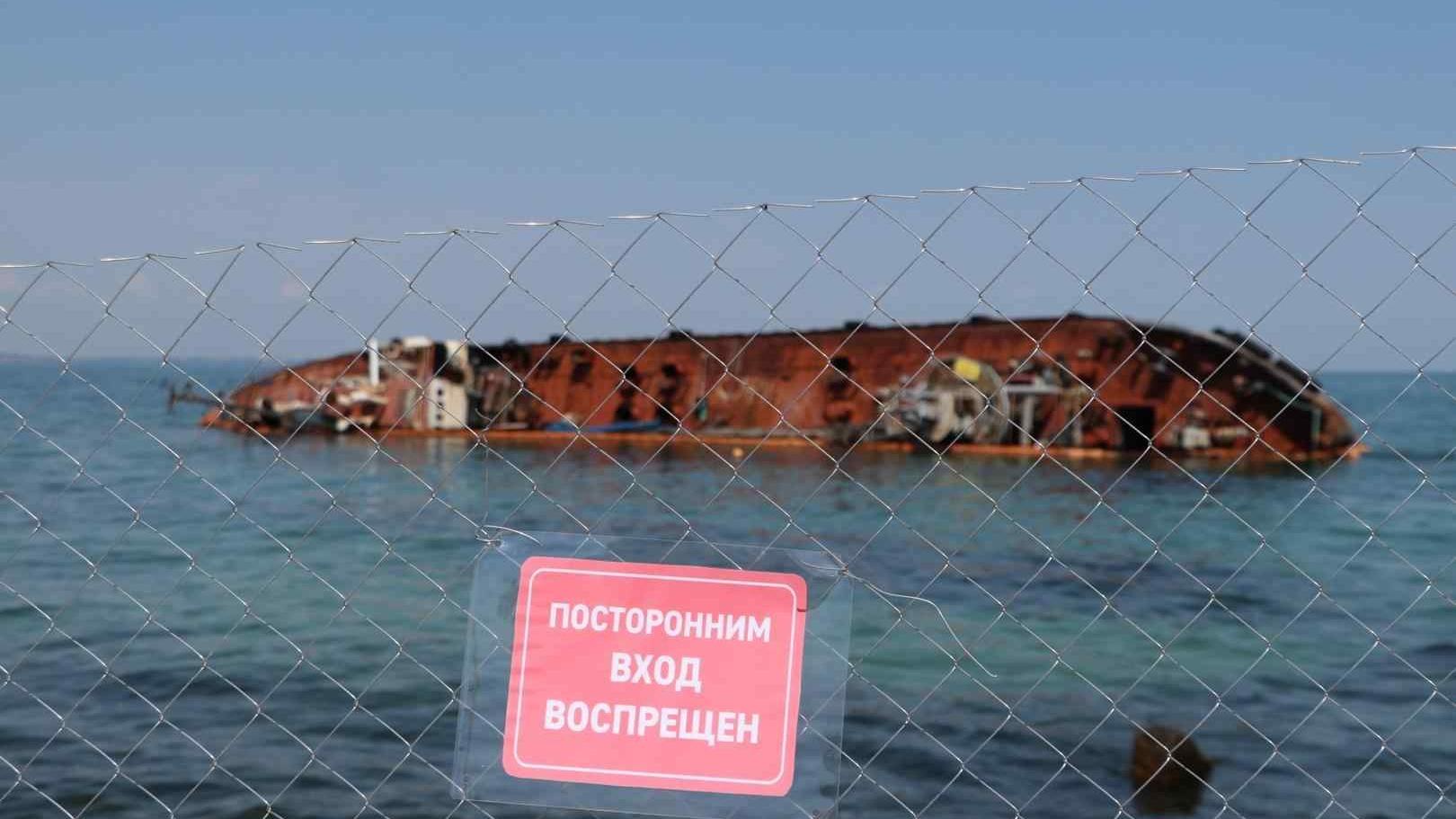 Zatonuvshij_tanker_Delfi_v_Odesse-3_4915527b59ccb1154a0fd275c55474e0-Cropped.jpg