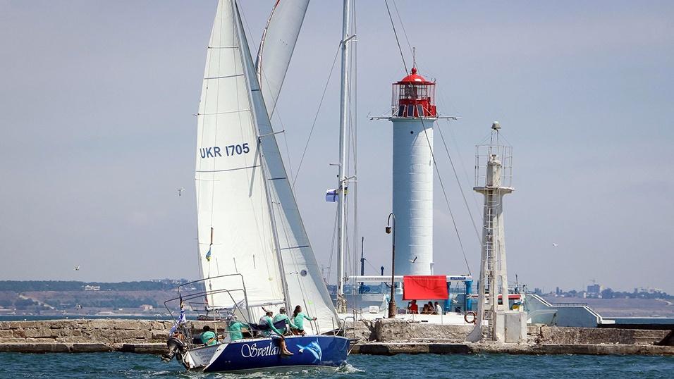 -море-яхта-маяк-лето.jpg