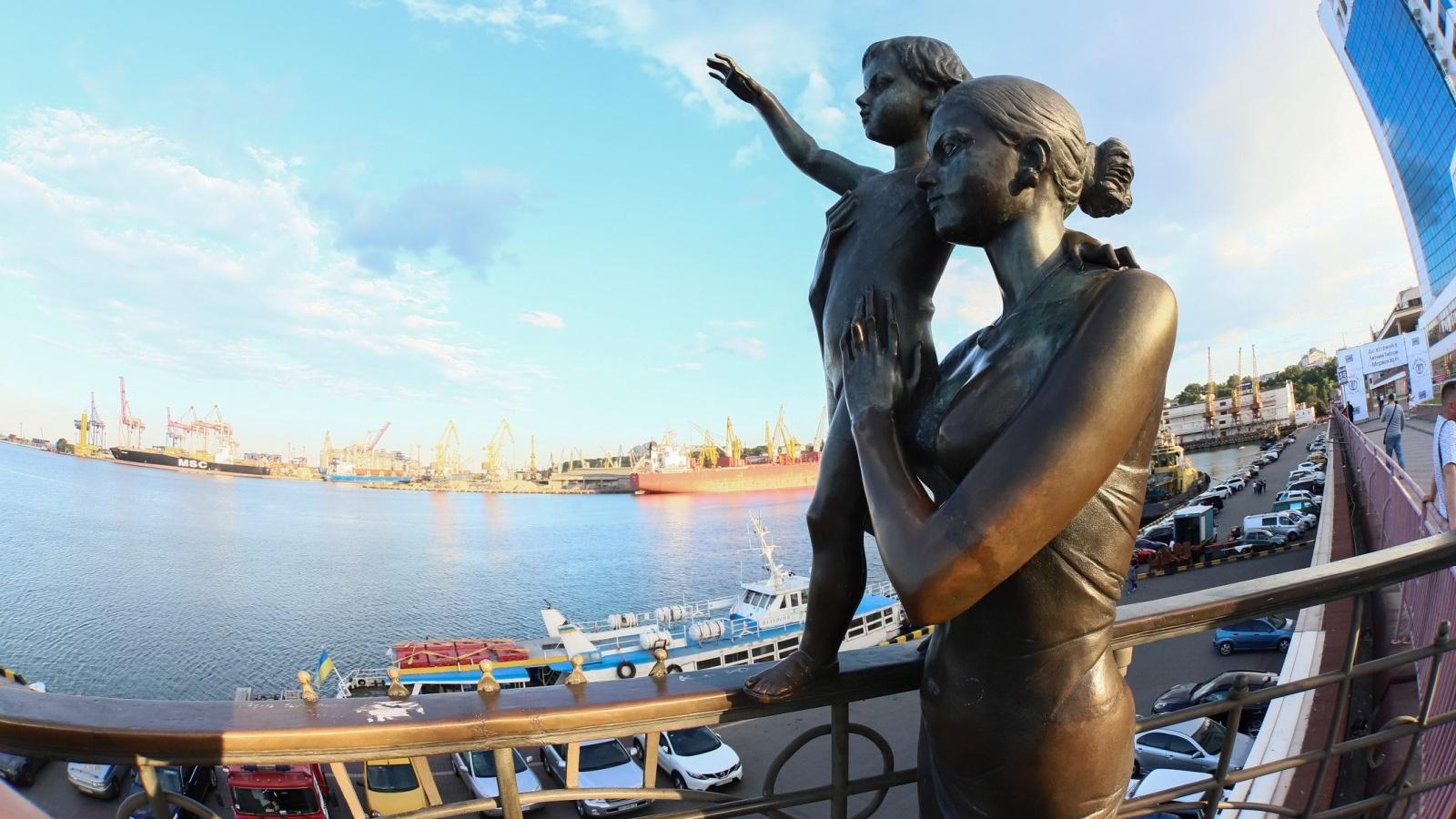 -Памятник-семьям-моряков.jpg
