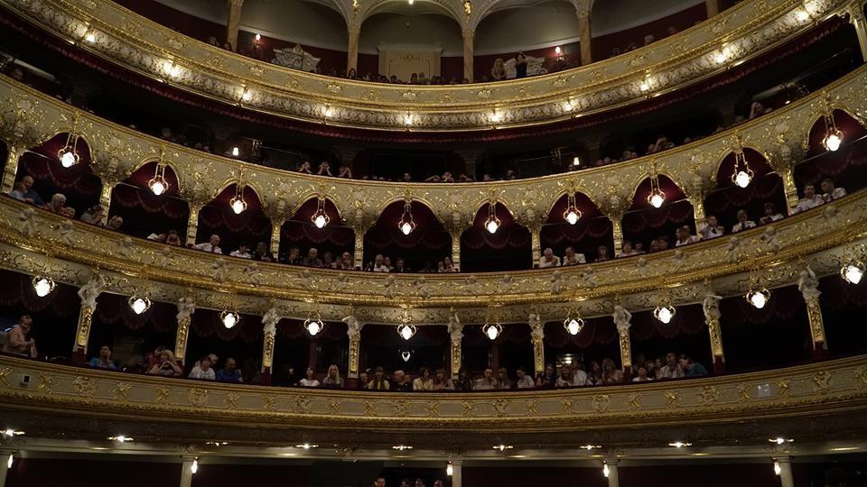 -Оперный-театр-внутри-1.jpg