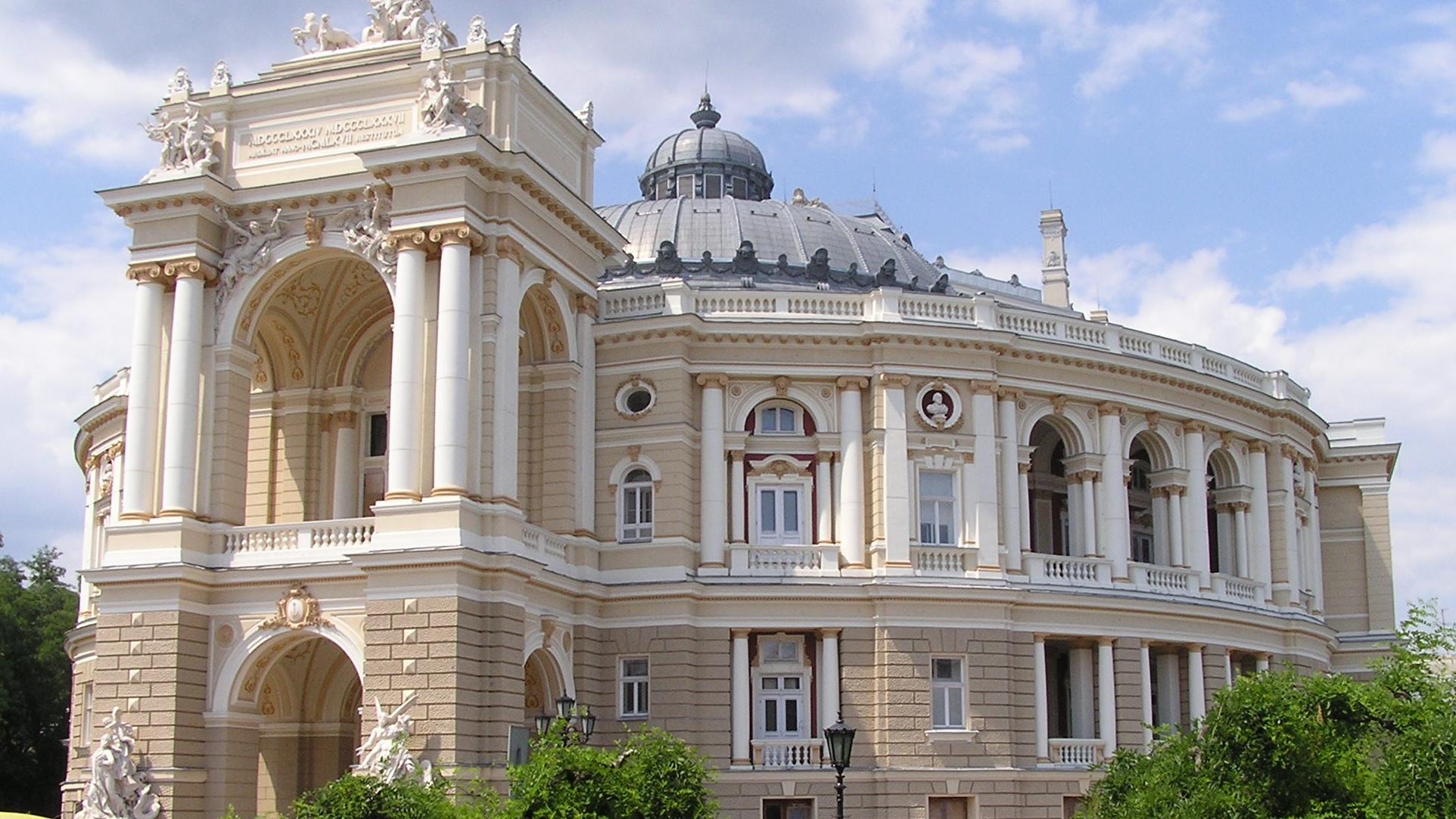 -Оперный-театр.jpg