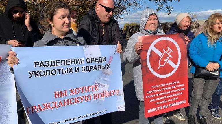 na_primorskom_bulvare_protestovali_odesskie_antiprivivochniki_6779-Cropped.jpg